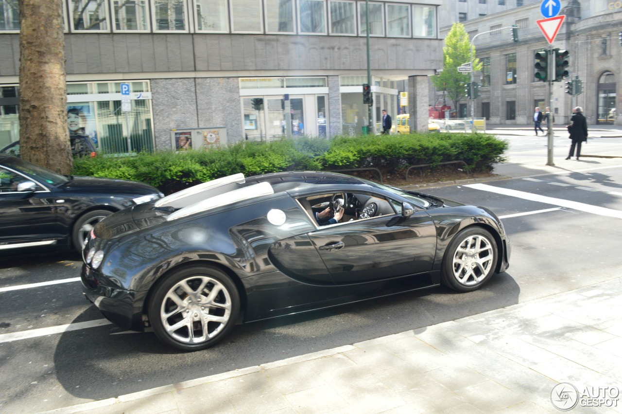 bugatti veyron 16 4 grand sport vitesse 2 januar 2016 autogespot. Black Bedroom Furniture Sets. Home Design Ideas