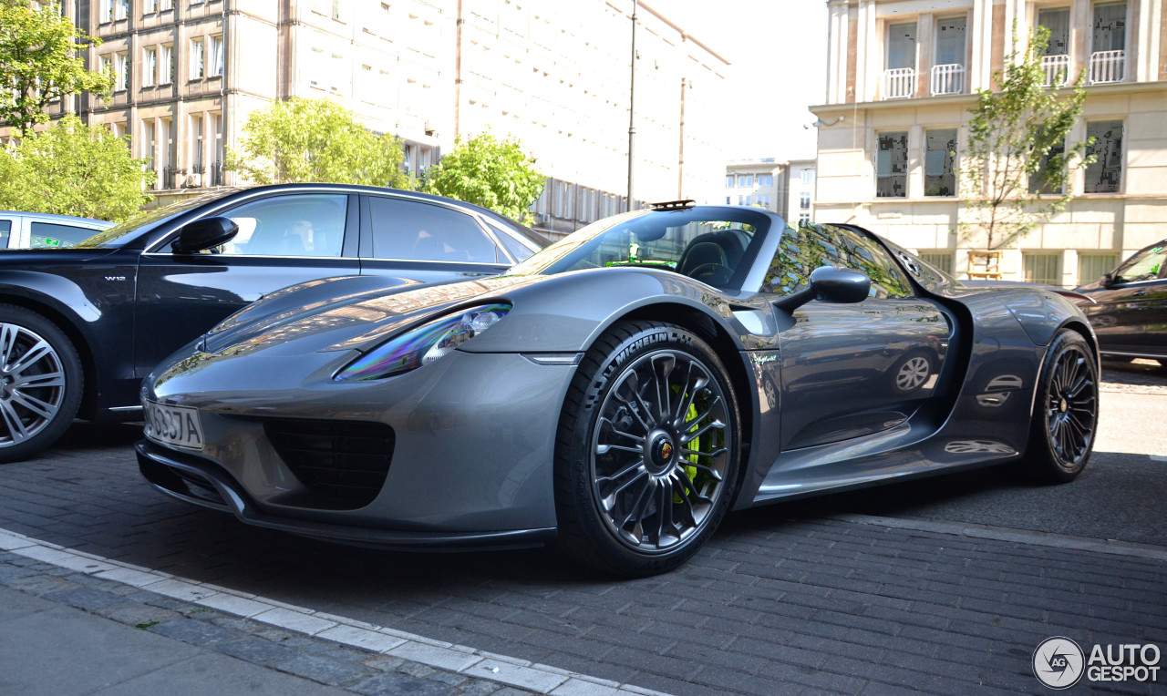 porsche 918 spyder 8 january 2016 autogespot. Black Bedroom Furniture Sets. Home Design Ideas