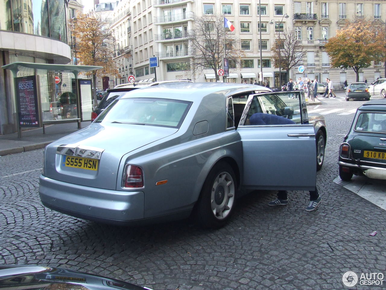 rolls royce phantom 18 janvier 2016 autogespot. Black Bedroom Furniture Sets. Home Design Ideas