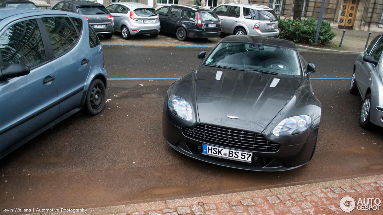 Aston Martin V8 Vantage S 2