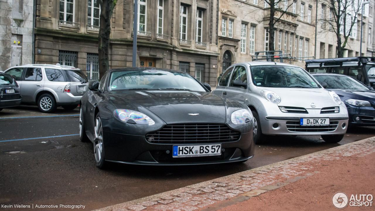 Aston Martin V8 Vantage S 9