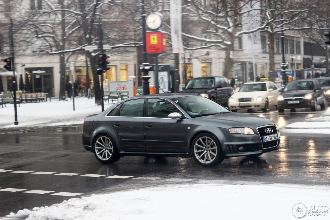 Audi RS4 Sedan 1