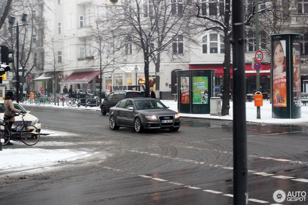 Audi RS4 Sedan 6