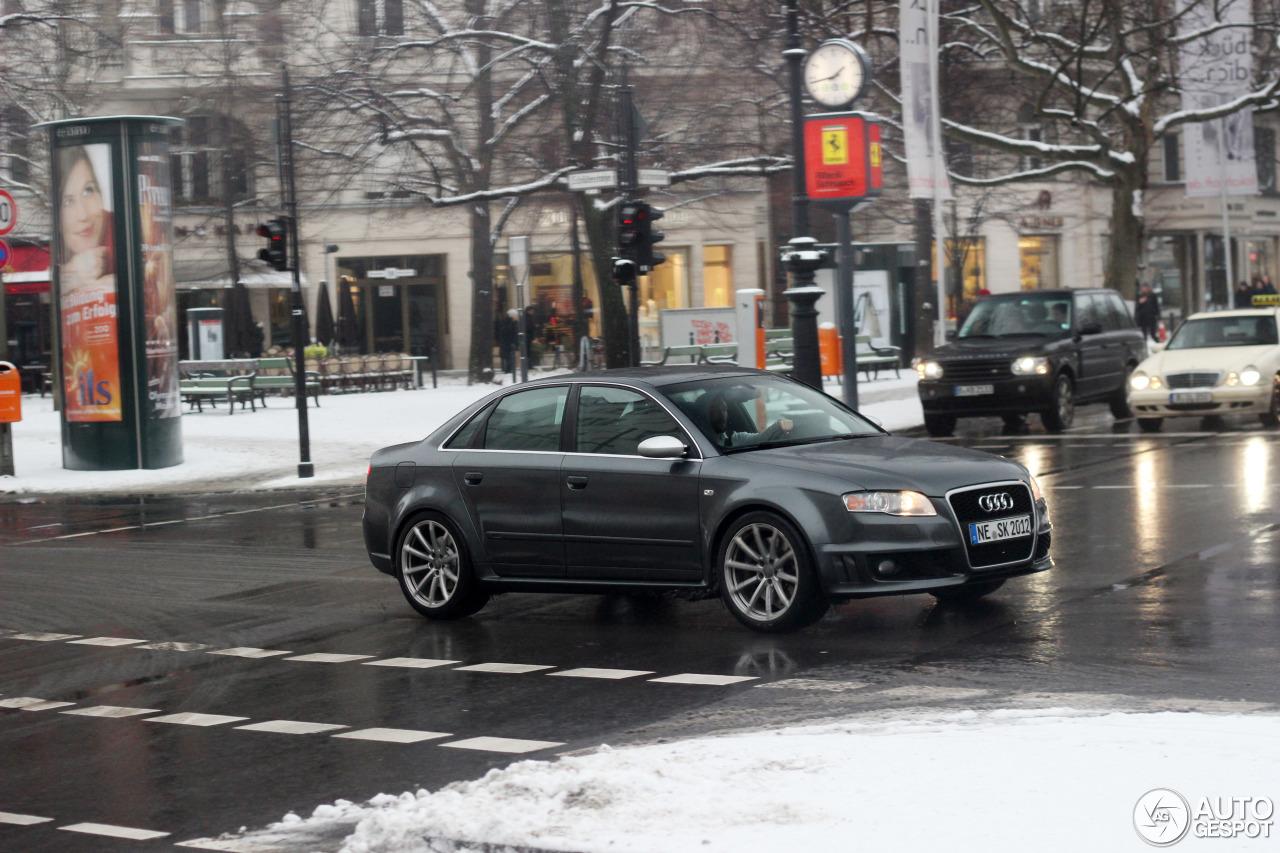Audi RS4 Sedan 8
