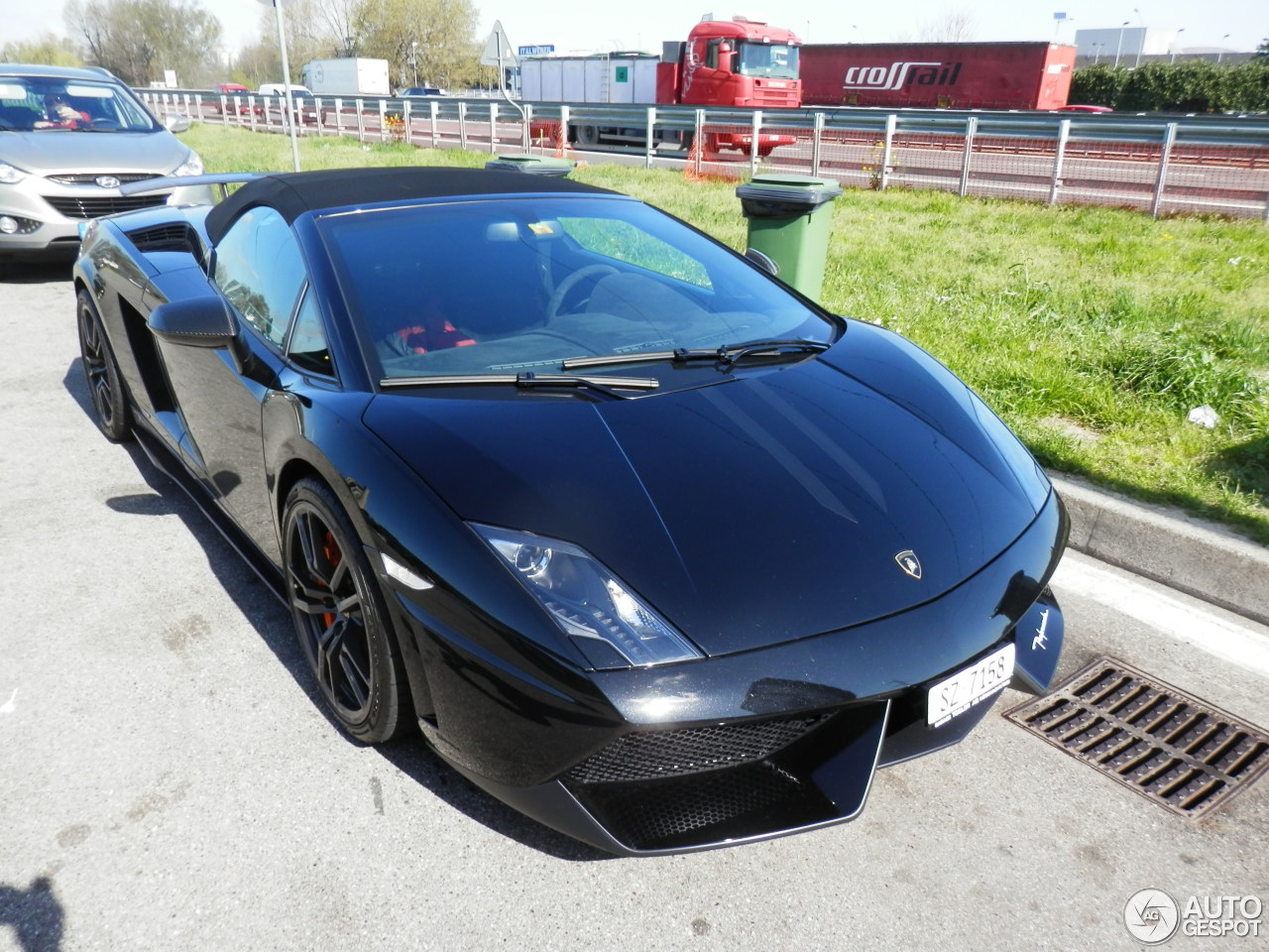 Lamborghini Gallardo LP570-4 Spyder Performante 3