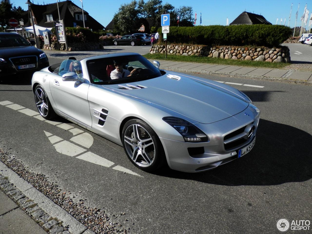 Mercedes-Benz SLS AMG Roadster 2