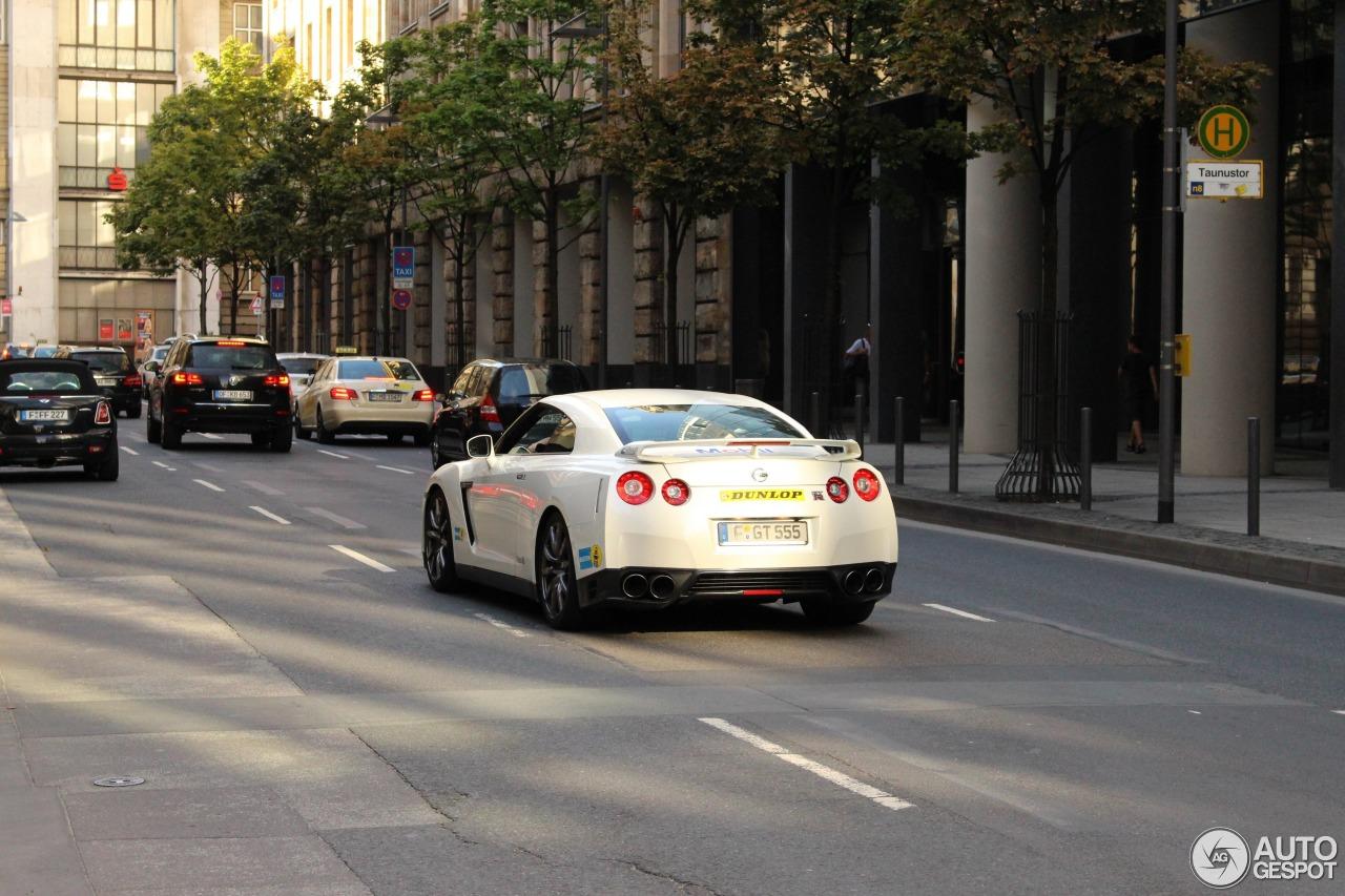 Nissan GT-R 2011 5