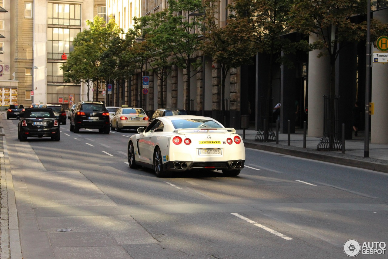 Nissan GT-R 2011 6