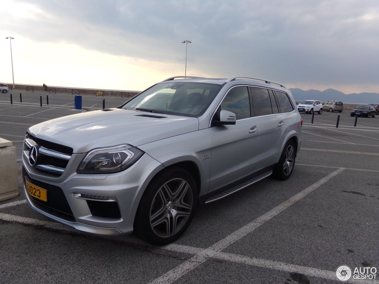 Mercedes benz gl 63 amg x166 29 january 2016 autogespot for Mercedes benz gls 63 amg
