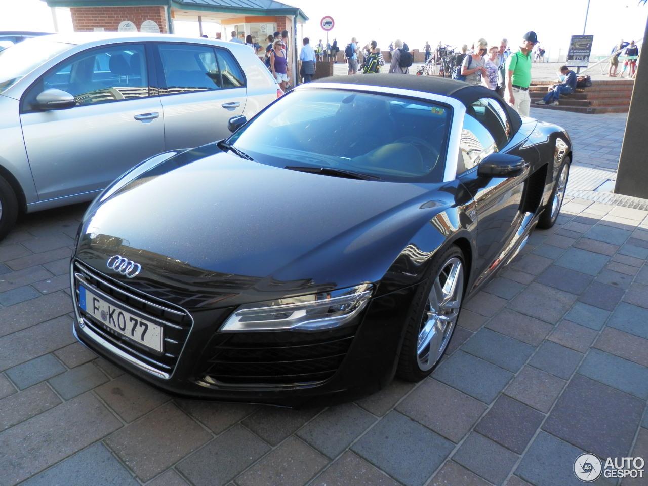 Audi R8 V10 Spyder 2013 1