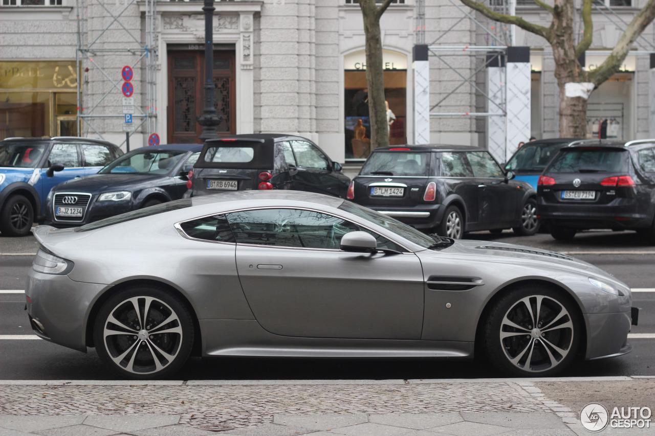 Aston Martin V12 Vantage 1