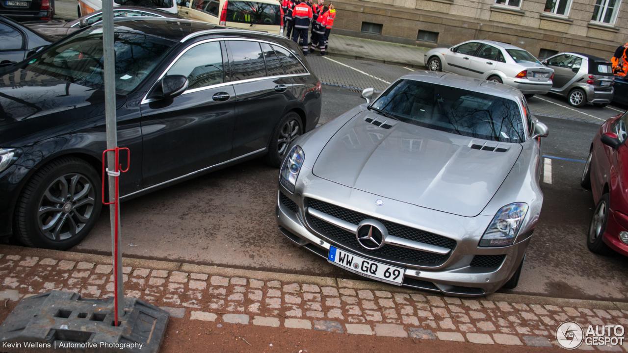Mercedes-Benz SLS AMG 3