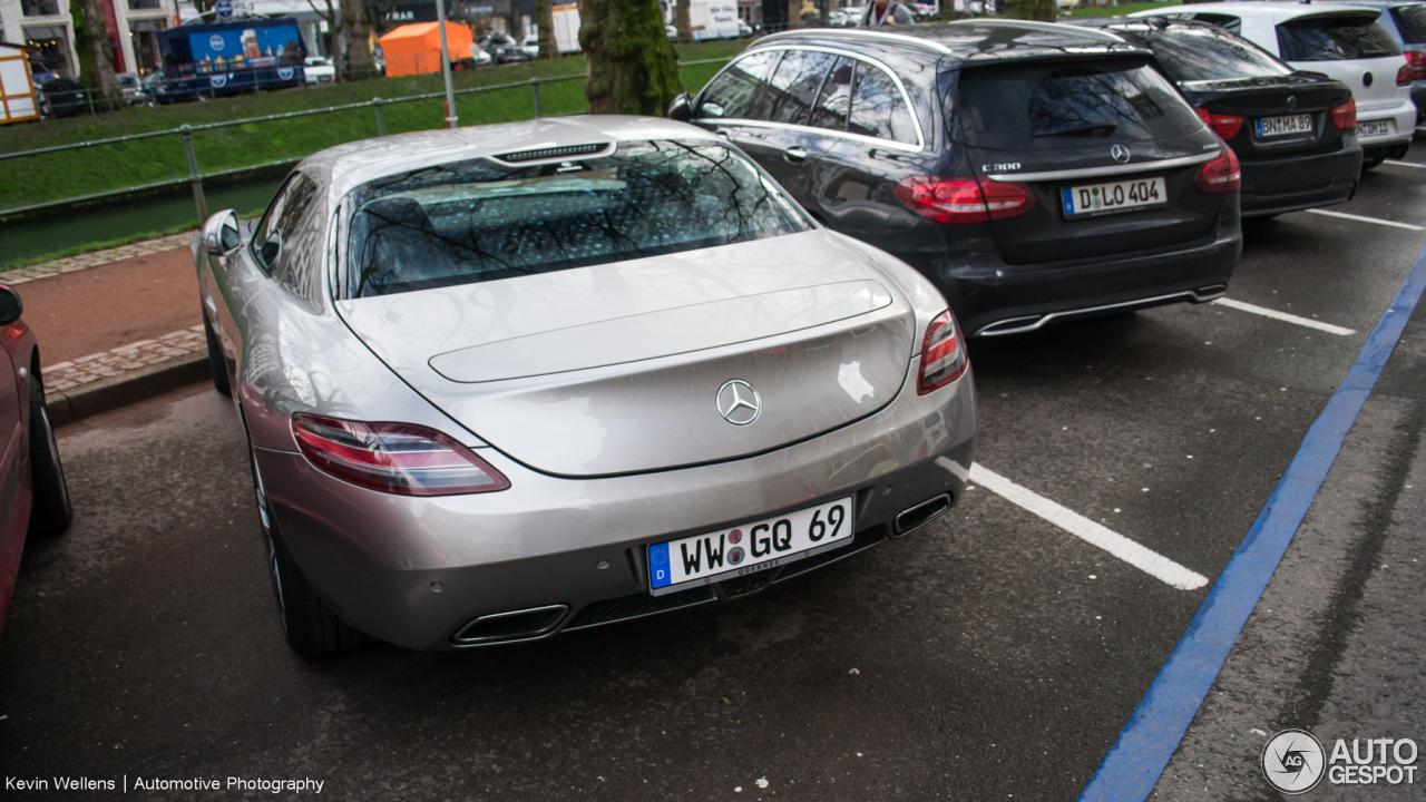 Mercedes-Benz SLS AMG 4