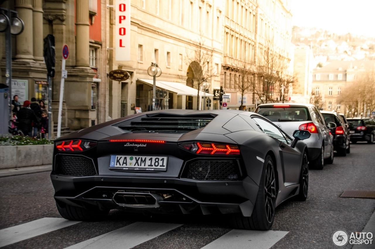 Lamborghini Aventador LP700-4 4