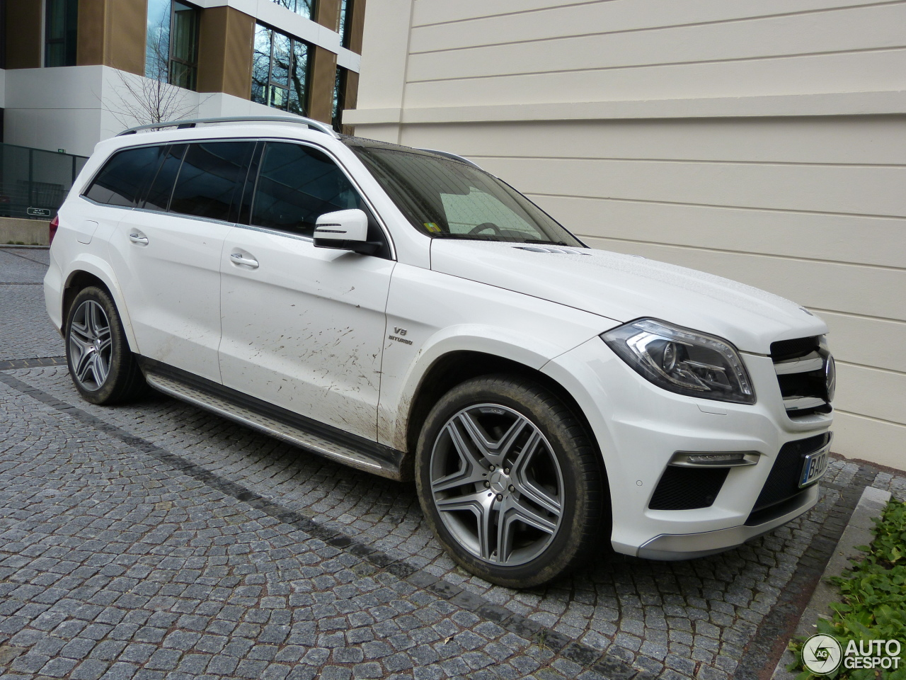 Mercedes benz gl 63 amg x166 8 february 2016 autogespot for Mercedes benz gl amg for sale