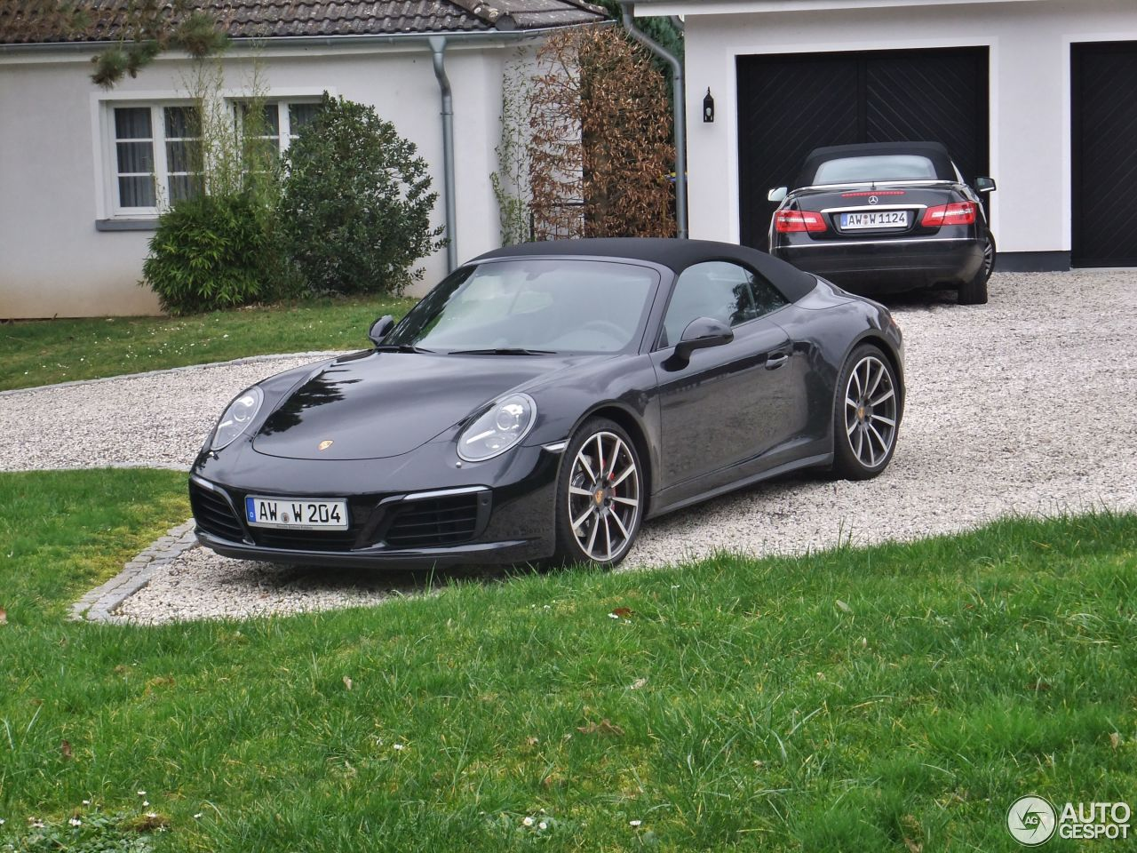 the introduction of the porsche 911 carrera 4s cabriolet Whatever the weather, an unforgettable driving experience with the porsche 911  carrera 4 cabriolet all-wheel drive for the road and the convertible top for the.