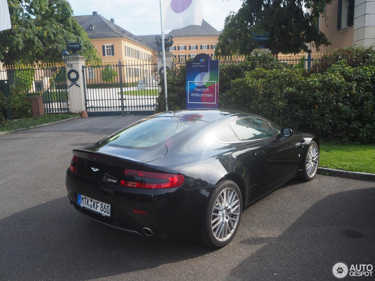 Aston Martin V8 Vantage 4