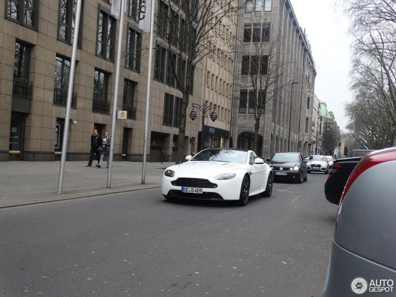 Aston Martin V8 Vantage S 1