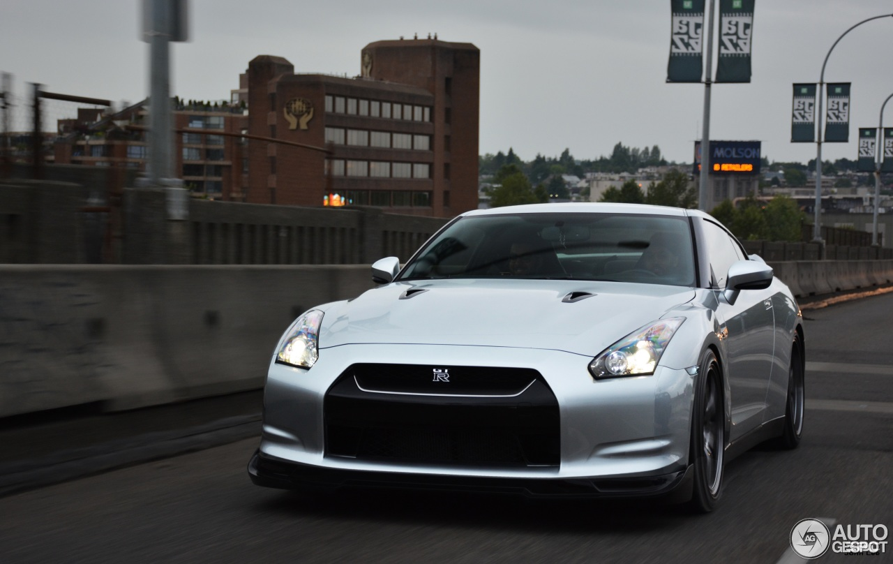 nissan gt r 14 february 2016 autogespot. Black Bedroom Furniture Sets. Home Design Ideas