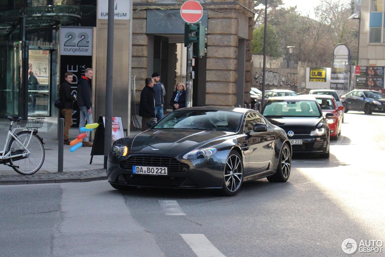 Aston Martin V8 Vantage S 3