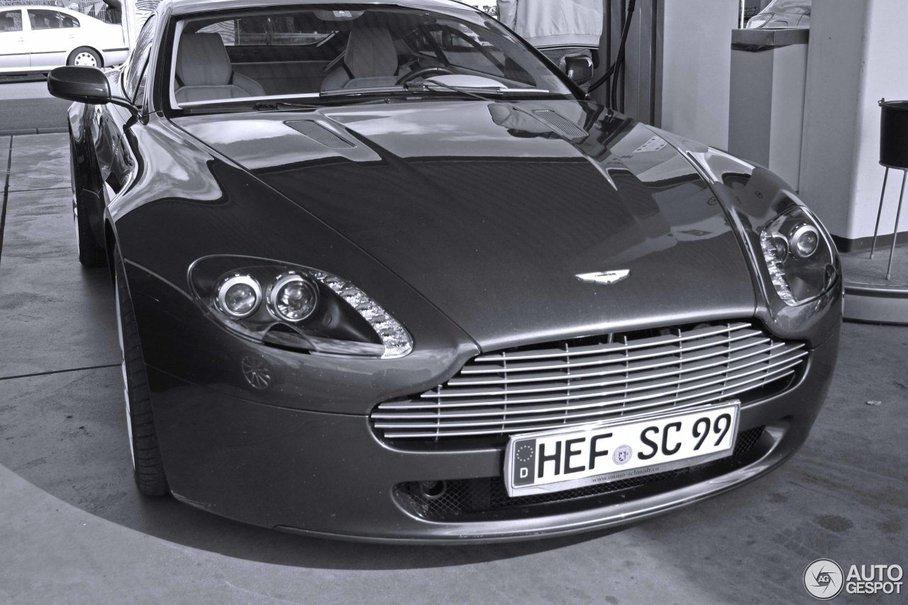 Aston Martin V8 Vantage 2