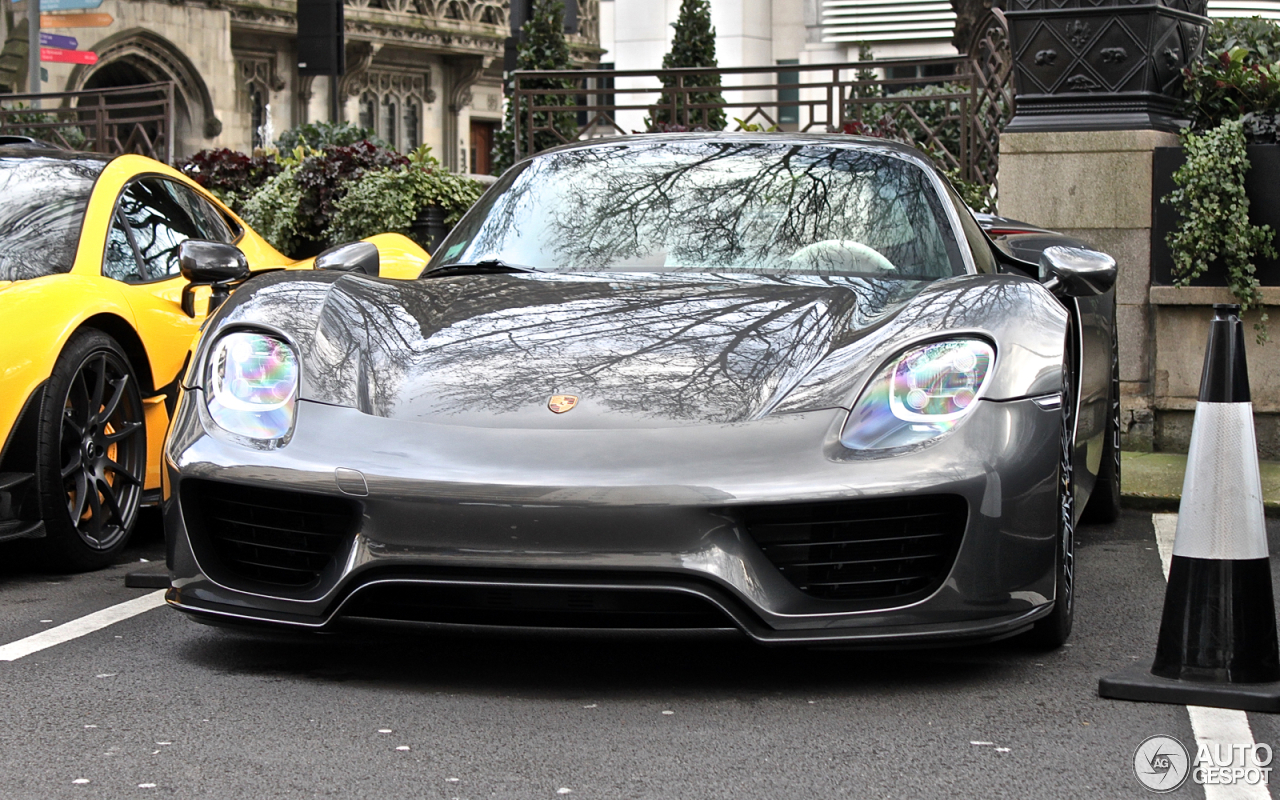 porsche 918 spyder london porsche 918 spyder spotted in london united kingdom on 07 17 2015. Black Bedroom Furniture Sets. Home Design Ideas