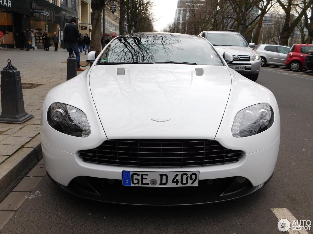 Aston Martin V8 Vantage S 4