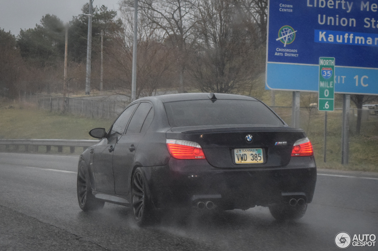 bmw m5 e60 2007 12 march 2016 autogespot. Black Bedroom Furniture Sets. Home Design Ideas