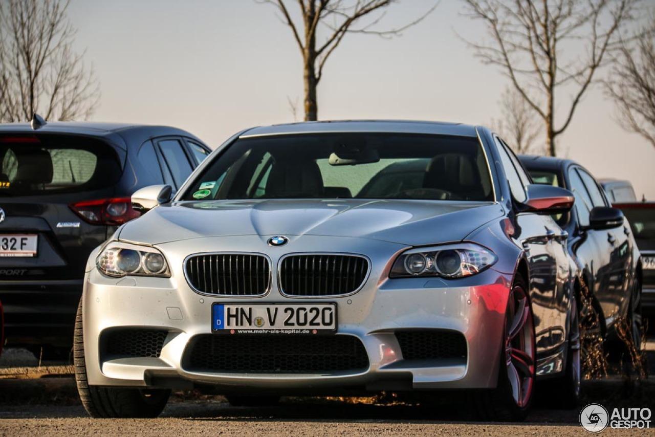 BMW M5 F10 2011 1