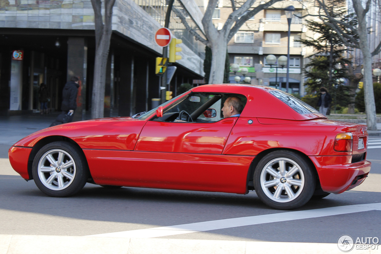 bmw z1 riss kotfl gel the bmw z1 is a beautiful work of art that 39 s underwhelming to drive. Black Bedroom Furniture Sets. Home Design Ideas
