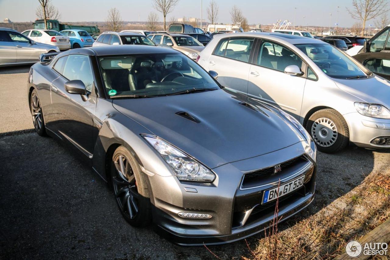 Nissan GT-R 2011 3