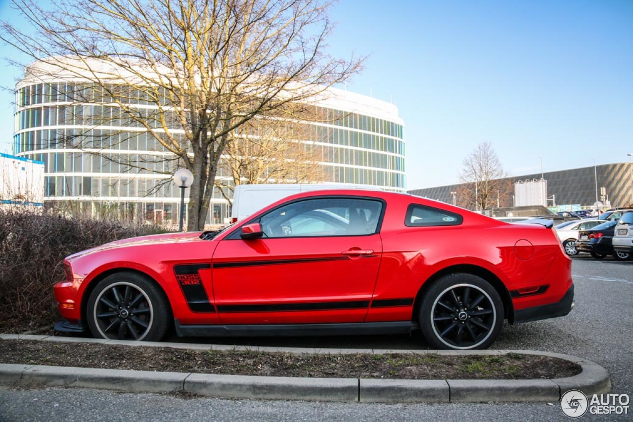 ford mustang boss 302 2010 18 march 2016 autogespot. Black Bedroom Furniture Sets. Home Design Ideas