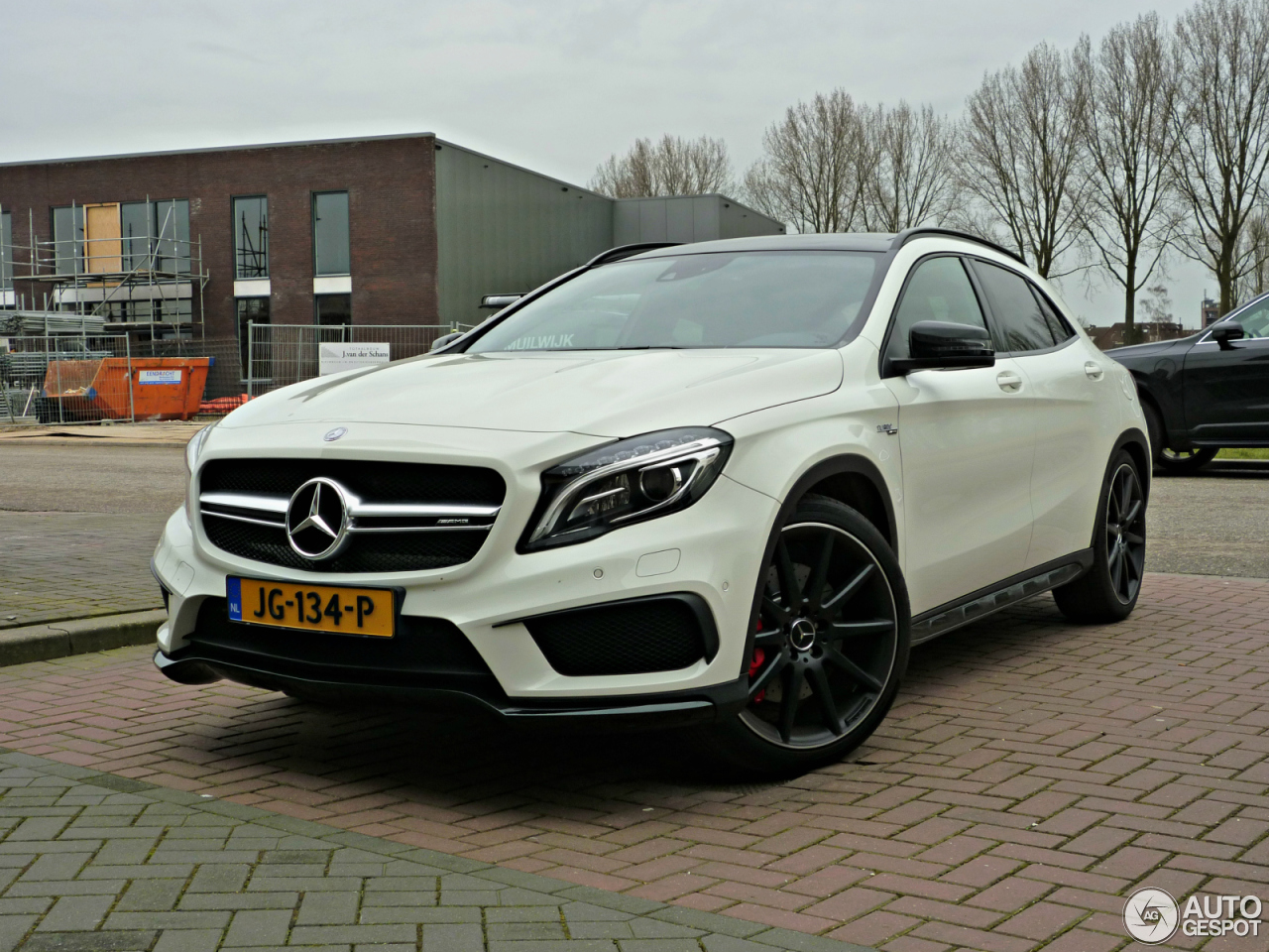 Mercedes benz gla 45 amg x156 21 march 2016 autogespot for Mercedes benz gla 45 amg price
