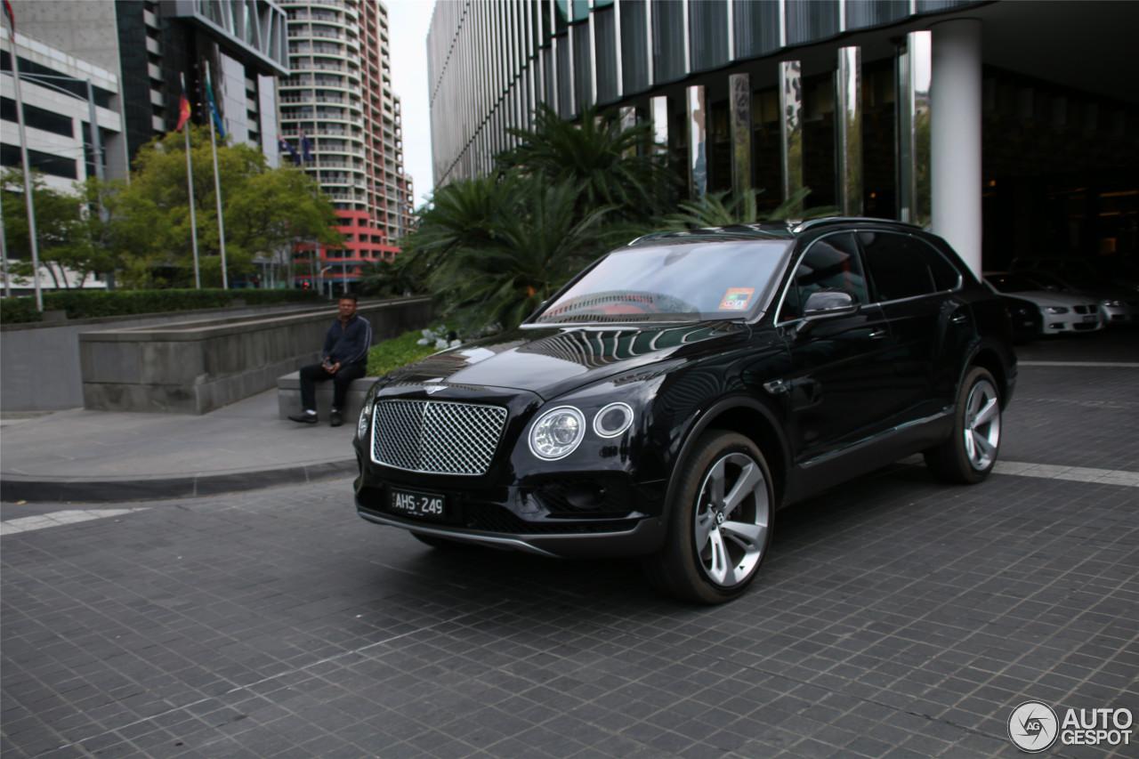 Bentley Bentayga - 27 March 2016 - Autogespot