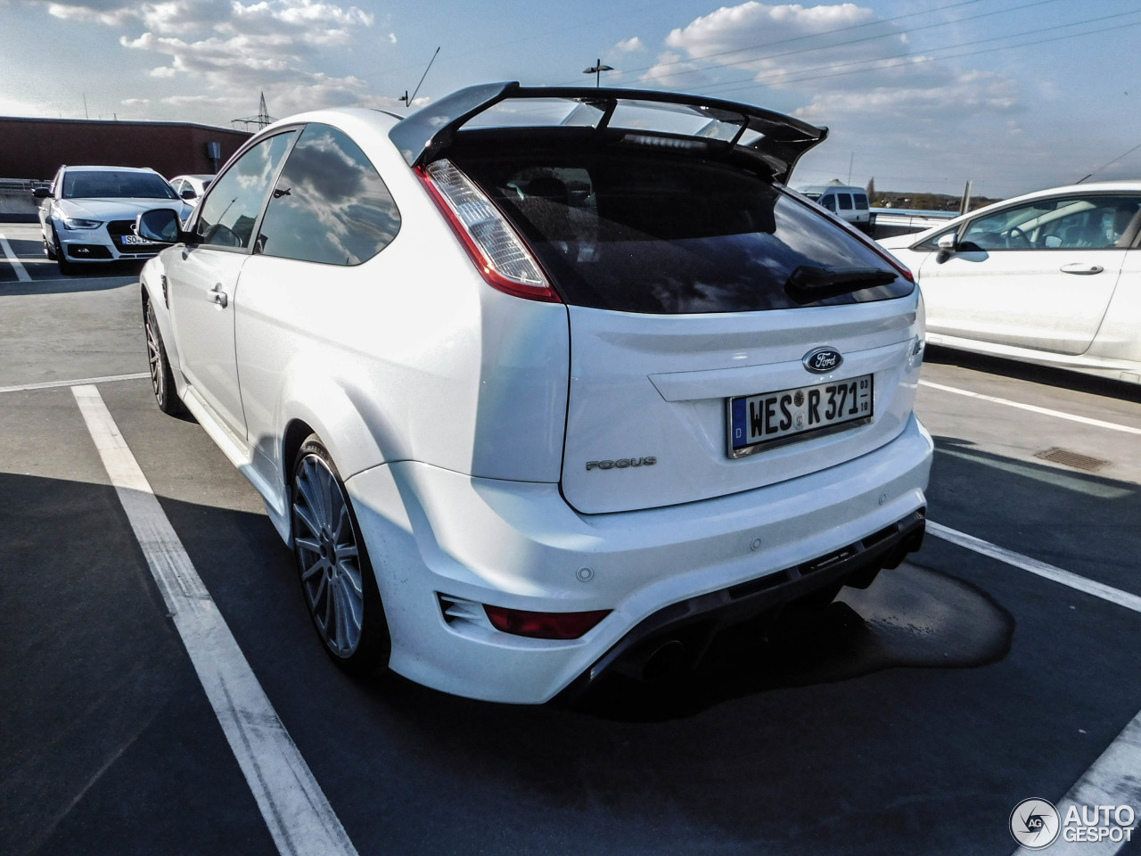 ford focus rs 2009 14 april 2016 autogespot. Black Bedroom Furniture Sets. Home Design Ideas