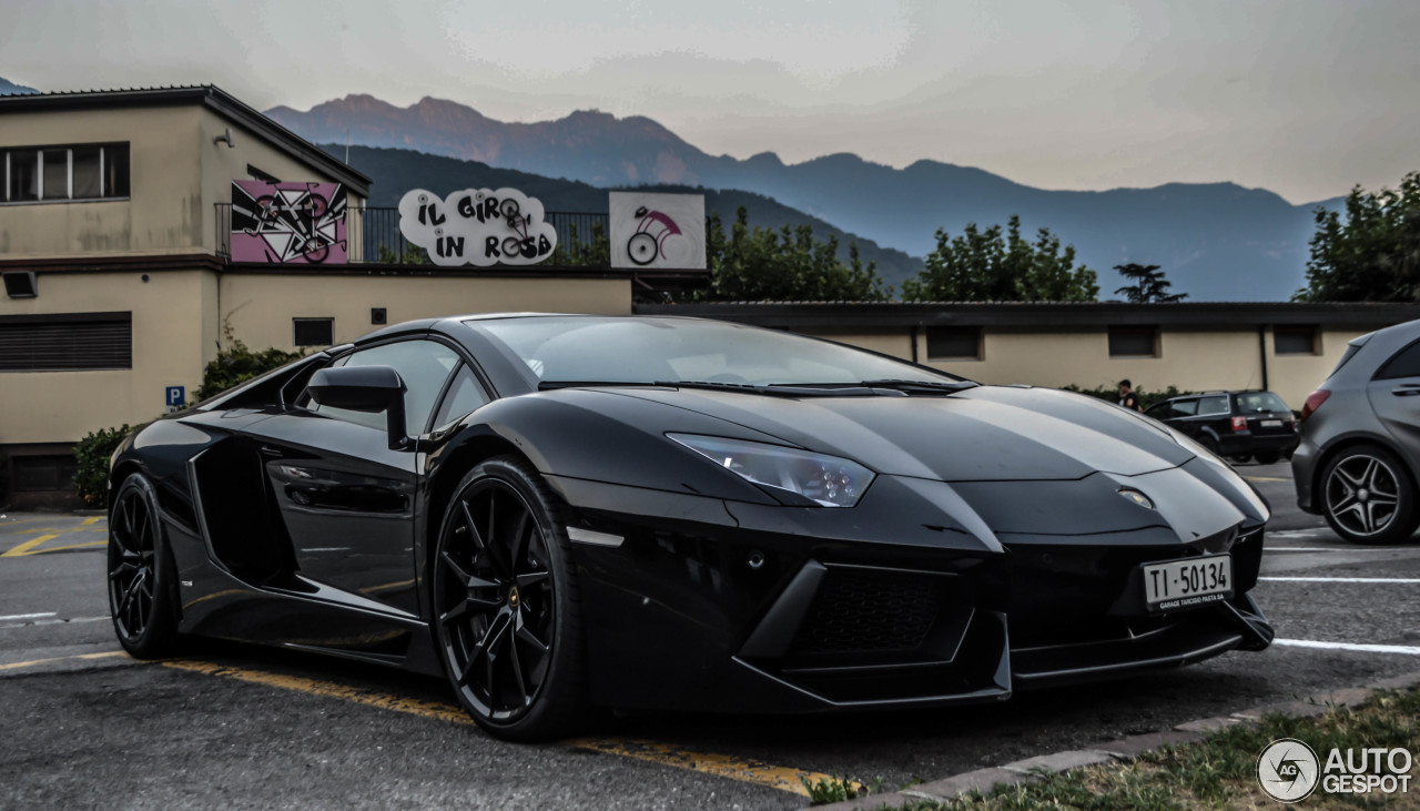 lamborghini aventador lp700 4 roadster 16 april 2016 autogespot. Black Bedroom Furniture Sets. Home Design Ideas