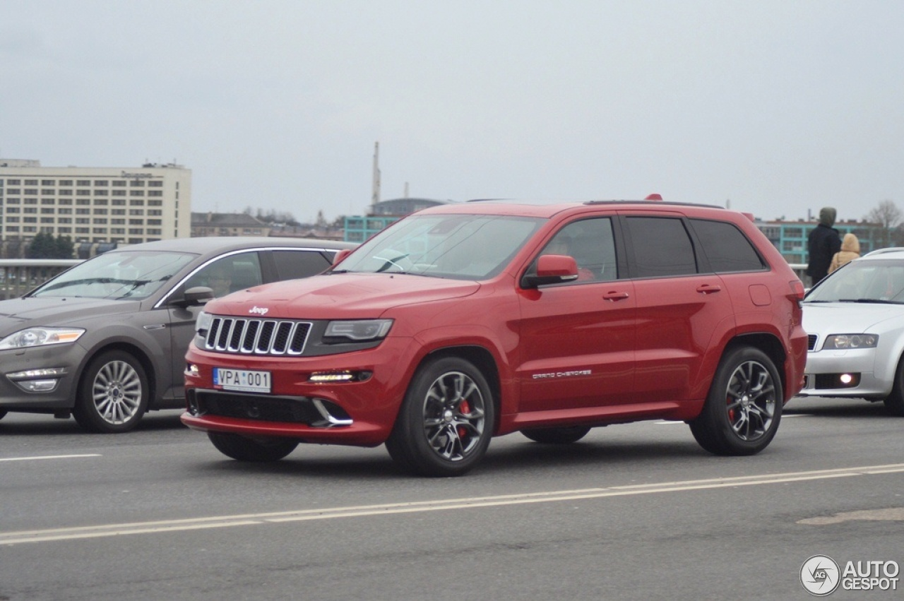 jeep grand cherokee srt 8 2013 18 april 2016 autogespot. Black Bedroom Furniture Sets. Home Design Ideas
