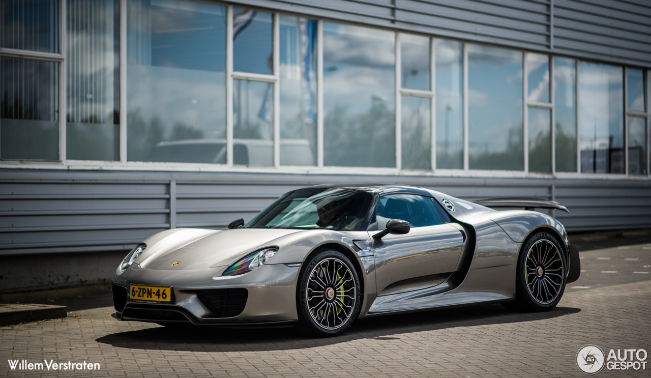 porsche 918 spyder weissach package 23 april 2016. Black Bedroom Furniture Sets. Home Design Ideas
