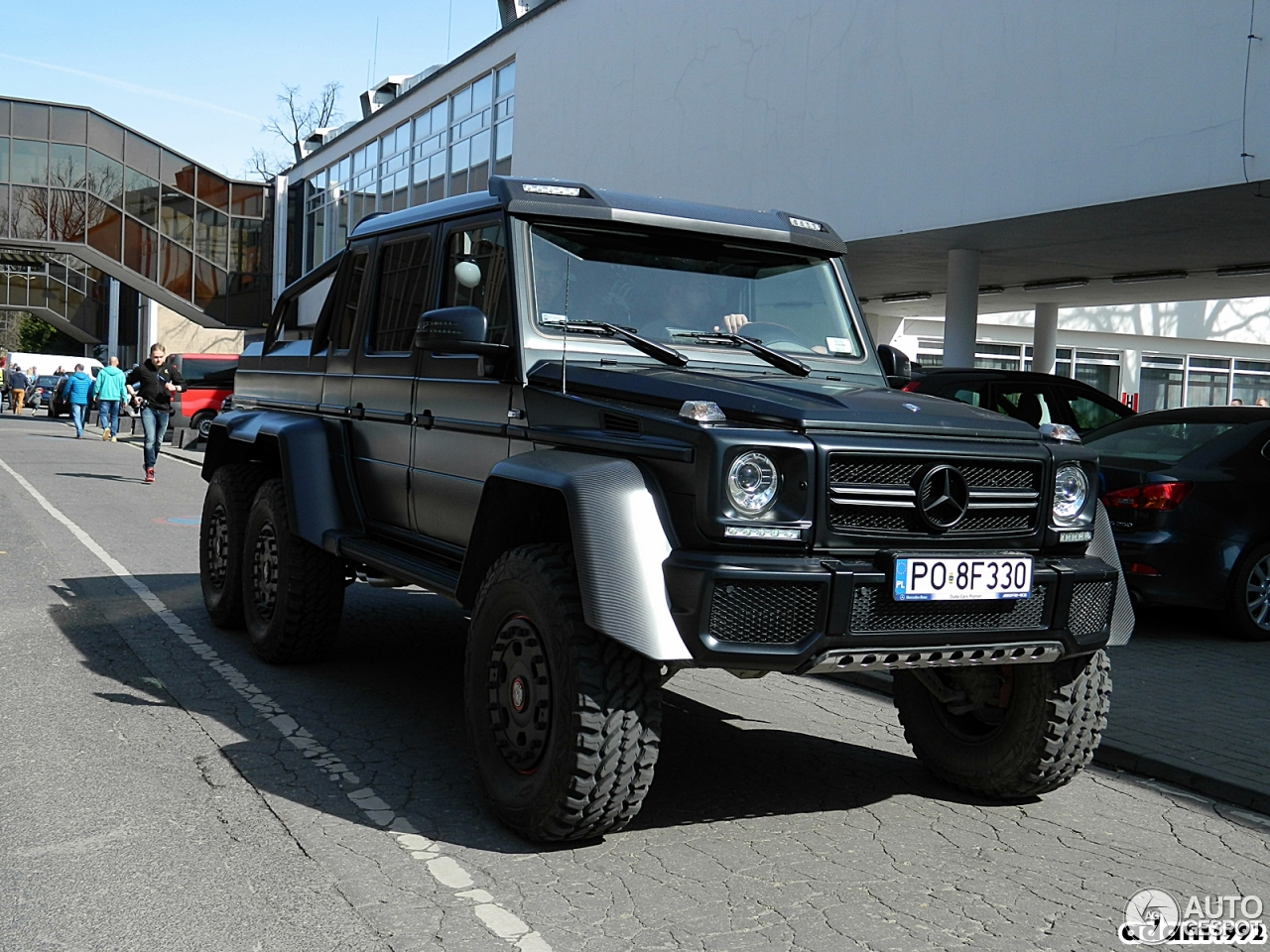 Mercedes benz g 63 amg 6x6 8 may 2016 autogespot for Mercedes benz amg 6x6 price