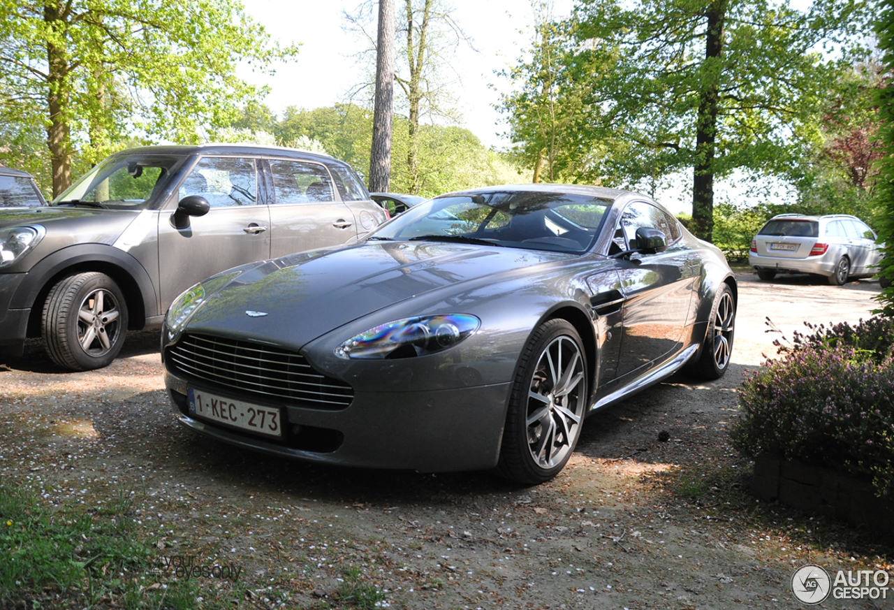 aston martin v8 vantage 12 mai 2016 autogespot. Black Bedroom Furniture Sets. Home Design Ideas