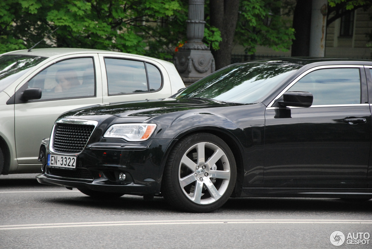 chrysler 300c srt8 2013 19 may 2016 autogespot. Black Bedroom Furniture Sets. Home Design Ideas