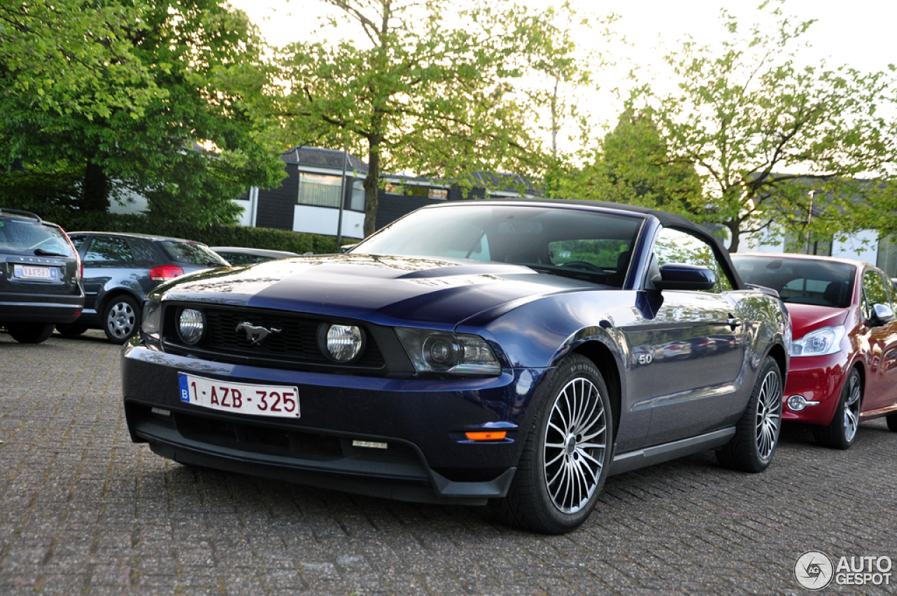 ford mustang gt convertible 2010 20 maggio 2016 autogespot. Black Bedroom Furniture Sets. Home Design Ideas