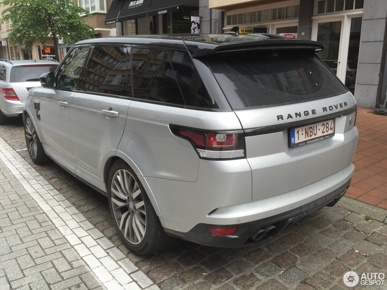 land rover range rover sport svr 25 mai 2016 autogespot. Black Bedroom Furniture Sets. Home Design Ideas