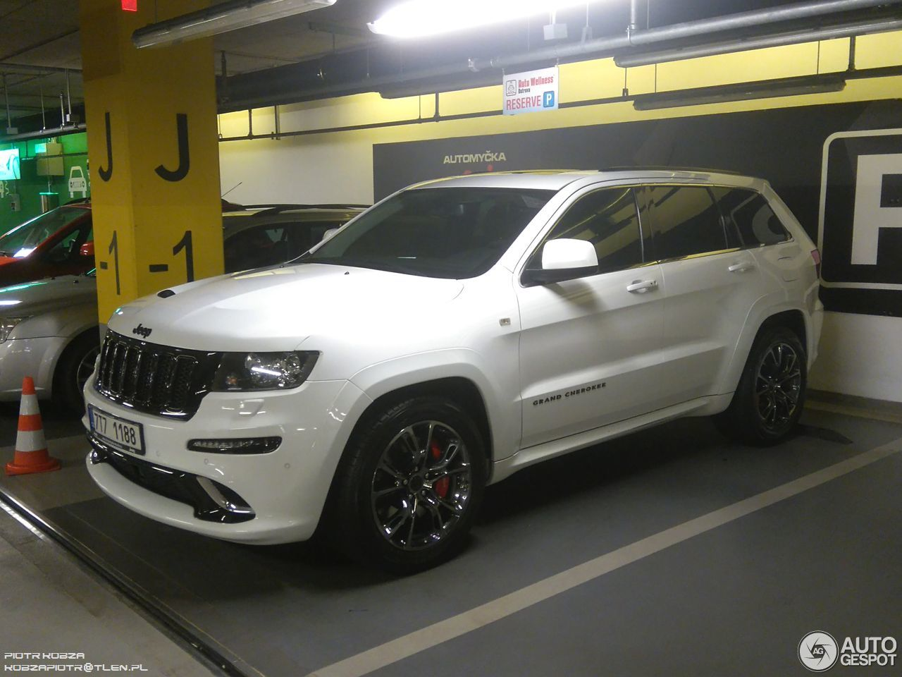 jeep grand cherokee srt 8 limited edition 17 june 2016 autogespot. Black Bedroom Furniture Sets. Home Design Ideas