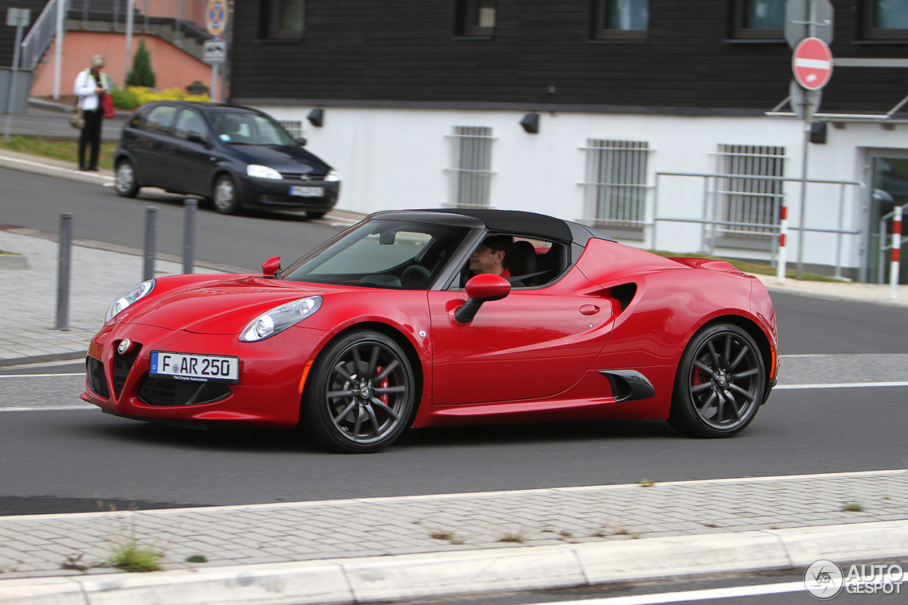 alfa romeo 4c spider 22 juin 2016 autogespot. Black Bedroom Furniture Sets. Home Design Ideas