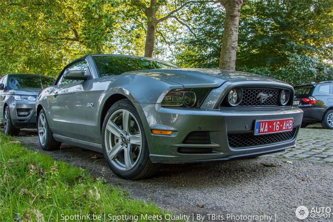 06 ford mustang convertable: