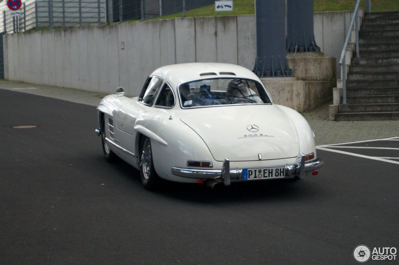 Mercedes benz 300sl gullwing 27 june 2016 autogespot for Mercedes benz 300sl gullwing for sale