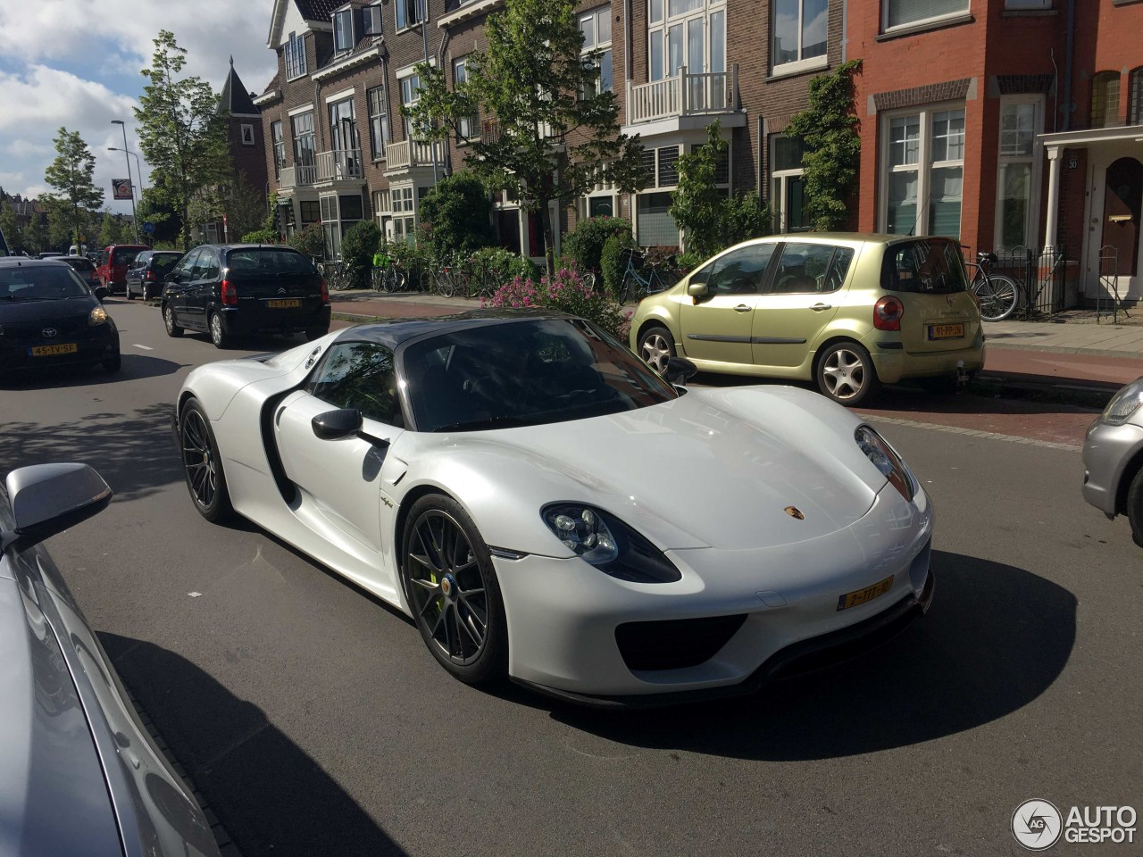 porsche 918 spyder weissach package 9 july 2016 autogespot. Black Bedroom Furniture Sets. Home Design Ideas