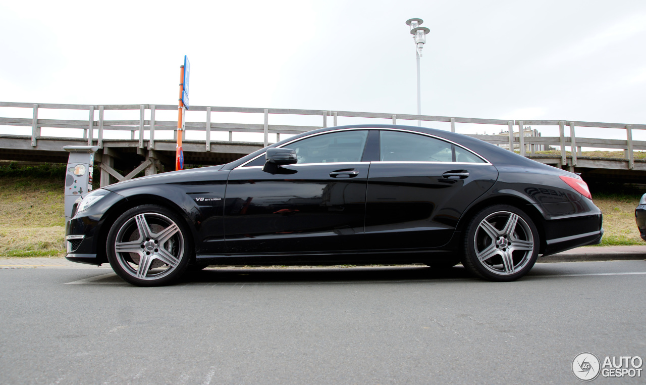 Mercedes benz cls 63 amg c218 10 july 2016 autogespot for Mercedes benz 07