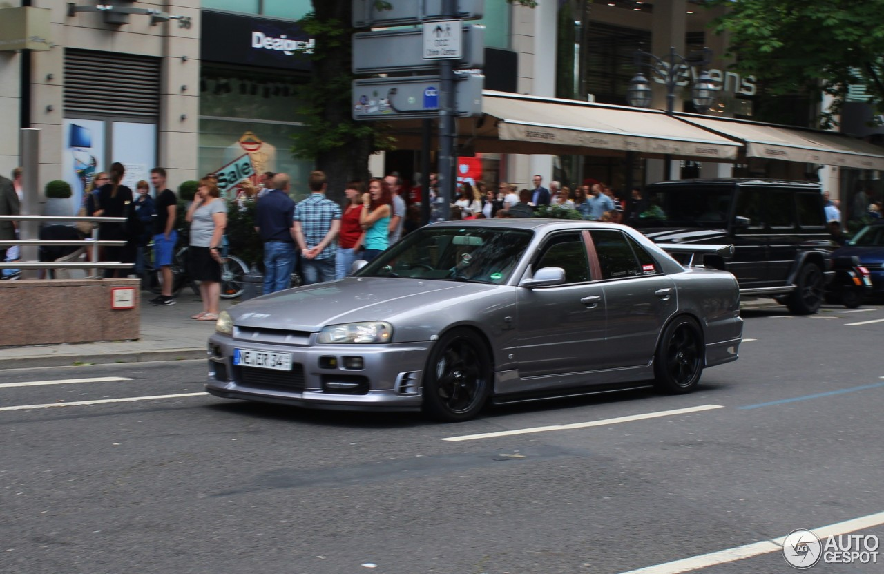Nissan Skyline R34 Sedan - 10 July 2016 - Autogespot